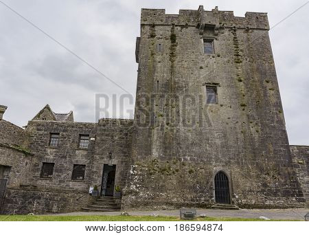 16Th Century Tower House - Dunguaire Castle