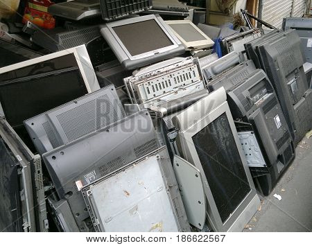 Recycling Old Flat Panel Televisions