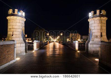 Night view of Palms Bridge over Guadiana River in Badajoz.