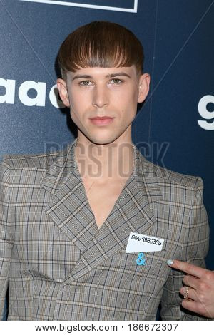 LOS ANGELES - APR 1:  Tommy Dorfman at the 28th Annual GLAAD Media Awards at Beverly Hilton Hotel on April 1, 2017 in Beverly Hills, CA