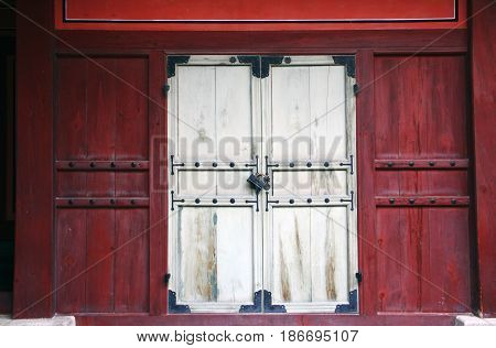 Ancient Korean door and lock architecture with bolts