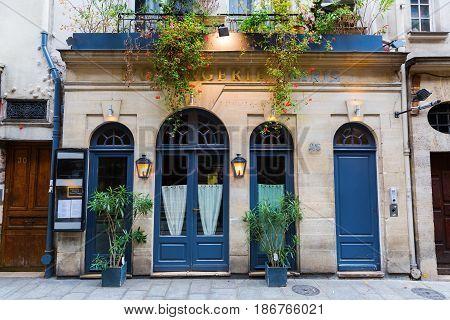 Restaurant On The Ile Saint Louis, Paris, France