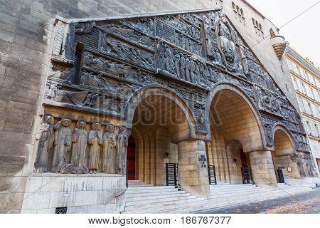 Eglise Saint-pierre-de-chaillot In Paris, France
