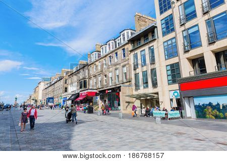Shopping Street In The New Town Of Edinburgh, Uk