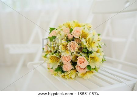 Wedding Bouquet Of Cream Roses And Eustoma