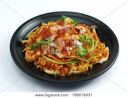 Fried Ramen Noodle With Stir Fried Beef And Mushroom