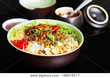 Vietnamese Vermicelli With Clams Or Bun Hen With Peanuts And Herbs