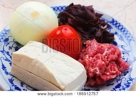 Fresh Tofu, Onion, Tomatoes, Beef And Mushroom