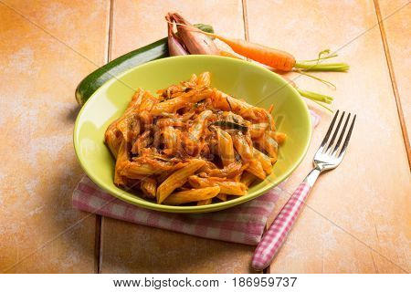 pasta with tomatoes zucchinis carrots and shallot