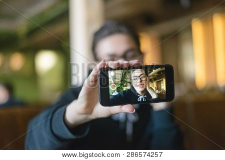 Shortcut Hipster Young Blogger Speaking In Front Of Phone Camera For Vlog While Sitting At The Cafe