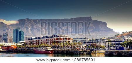 Cape Town, South Africa - December 6, 2017: Waterfront In Cape Town, South Africa, Overlooked By Tab