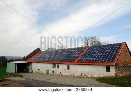 Scheune mit Solar-panels
