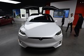 Tesla White Model X P100d All Electric Car On Display At A Tesla Car Dealership, Chicago, Il Novembe