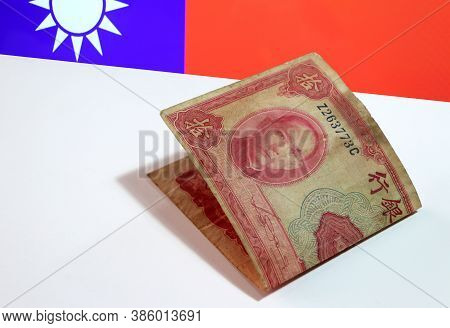 Red Ten Yuan Banknote Of China, Obsolete Money Series 1940 On The White Floor With The Obsolete Chin