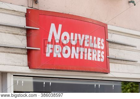 Bordeaux , Aquitaine / France - 09 15 2020 : Nouvelles Frontieres Logo Red And White Text Sign Front