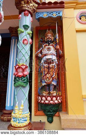 Hoi An, Vietnam, September 20, 2020: Sculpture At The Entrance Door Of The Cao Dai Taoist Temple. Ho