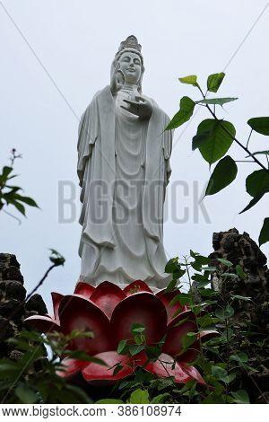 Hoi An, Vietnam, September 20, 2020: Goddess Of Mercy In The Garden Of Tinh Xá Ngoc Cam Temple. Hoi