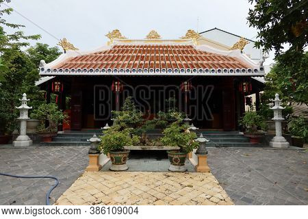 Hoi An, Vietnam, September 20, 2020: Small Temple Dedicated To A Revered Monk In The Garden Of Tinh