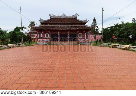 Hoi An, Vietnam, September 20, 2020: Courtyard Of The Van Mieu Confucius Temple. Hoi An, Vietnam
