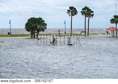 New Orleans, Louisiana/usa - 9/15/2020: People And Pets Wading In Flooded Lake Shore Drive Along Lak