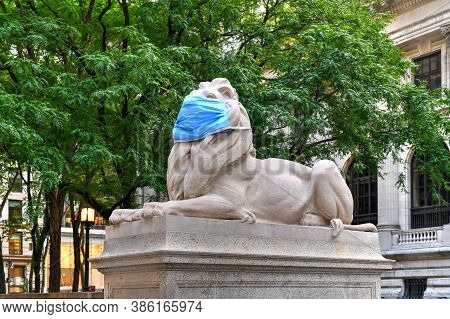 New York, Ny / Usa - July 2, 2020: The New York Public Library's Stone Lions Patience And Fortitude