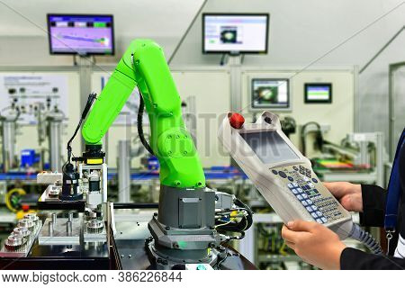 Engineer Check And Control Automation Robot Arm Machine For Gear Metal Wheels Industrial Mechanism