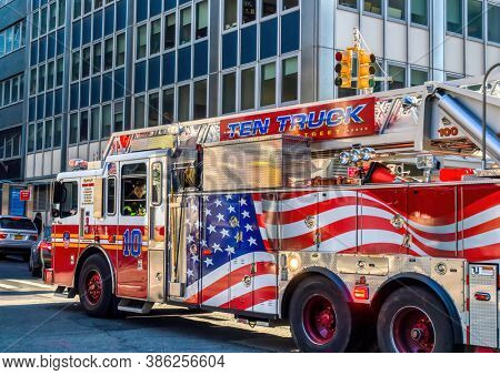 USA, New York , Lower Manhattan, United States, fire truck in town action, FDNY