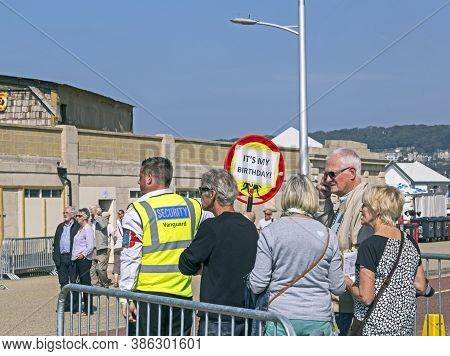 Weston-super-mare, Uk - September 10, 2015: The Queue For Admission To Dismaland, An Art Exhibition