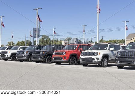 Plainfield - Circa September 2020: Jeep Display With American Flag At A Chrysler Dealership. The Sub