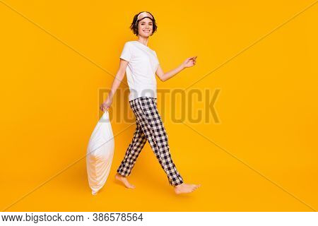 Full Size Profile Photo Of Funny Lady Morning Enjoy Saturday Hold Pillow Walk Slumber Girls Party Go