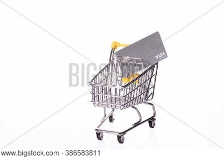 Foster City, Ca, Usa - Sep 1, 2020: Platinum Visa Card In Supermarket Cart Isolated On White Backgro