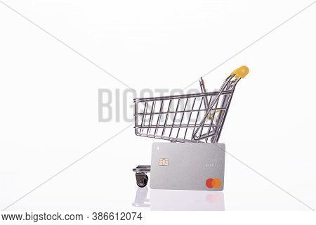 New York, Usa - August 25, 2020: Credit Card Mastercard Platinum And Small Shopping Cart Isolated On