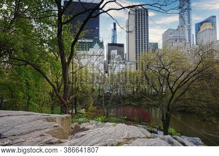 New York, Ny / Usa - 04 25 2020: Public Park With Skyscrapers In The Background In Central Park, New