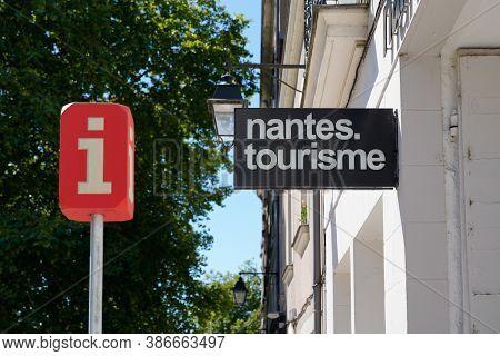Nantes , Loire Atlantique / France - 09 20 2020 : Nantes Office De Tourisme Logo Text Of French Tour