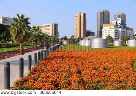 Dubai, Uae - December 9, 2017: People Visit Deira District In Dubai, Uae. Dubai Is The Most Populous