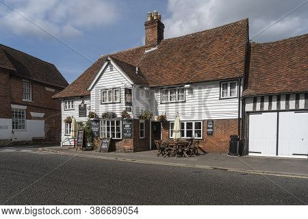 Smarden, Kent, Uk, September 2020 - The Chequers Inn In The Village Of Smarden, Kent, Uk
