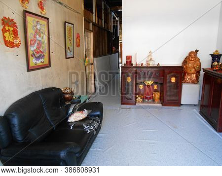 Georgetown, Penang, Malaysia, November 13, 2017: Armchair In The Entrance Hall Of A House With An Al