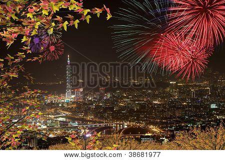 Nachtsicht des Taipei w Nizza Ahorn