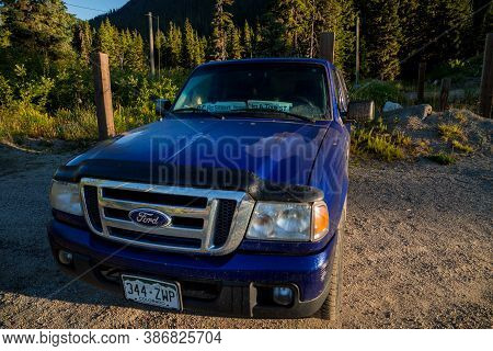 Hope, Bc, Canada - Aug 20, 2020: Car With A Foreign Licence Plate Displays A Sign Indicating The Own