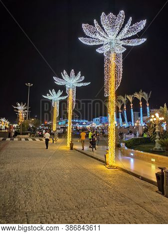 Sharm El Sheikh, Egypt - September 13, 2020: Soho Square. Luminous Palm Trees And A Sign At The Entr