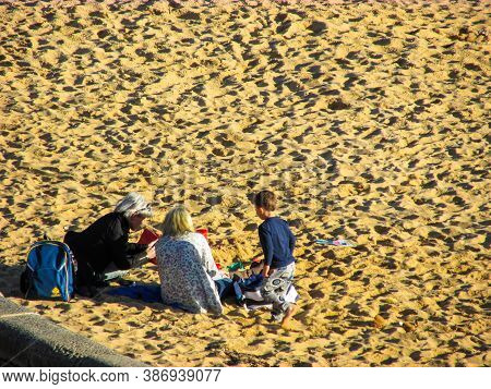 Sandringham, Au - 7 Sept 2018: A Family Is Playing On Sandringham Beach Sand. Sandringham Is An Affl