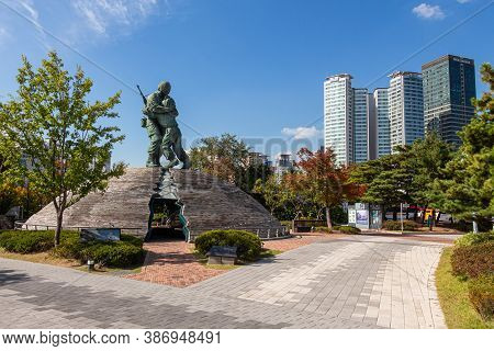 Seoul, South Korea - October 19th 2017: The 'statue Of Brothers' At The War Memorial Of Korea Museum