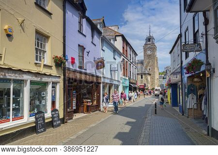 6 June 2018: Looe, Cornwall, Uk - Shopping In Fore Street On A Warm Spring Day.