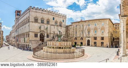 Perugia,italy - September 3,2020 - View At The Palace Priori And Maggiore Fountain In Perugia. Perug