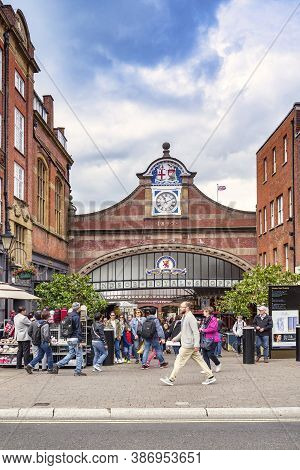 5 June 2019: Windsor, Berkshire, Uk - Windsor Royal Shopping Mall, The Entrance On A Busy Day, With