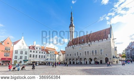 Tallinn, Estonia - September 29, 2018: Medieval Town Hall And Town Hall Square Raekoja Of Tallinn, T