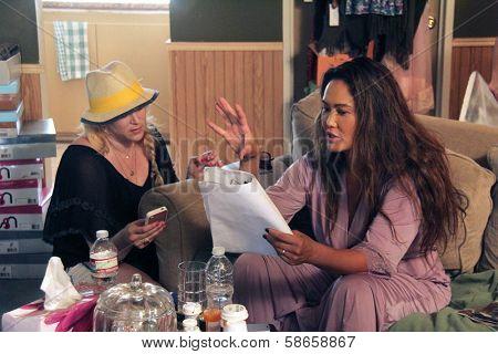 Jennifer Blanc-Biehn, Tia Carrere on the set of