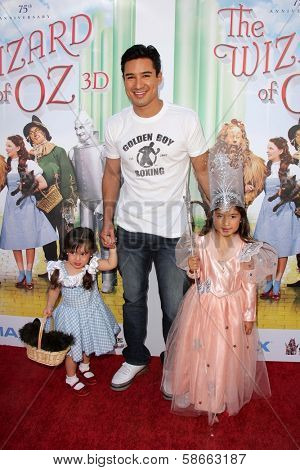 Mario Lopez with daughter and niece at