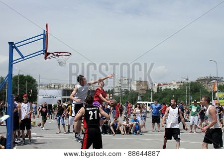 Beautiful gaming moments on streetball Playground