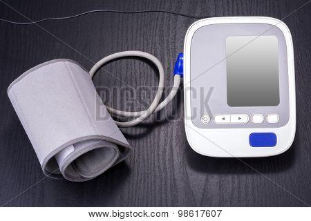 Electronic sphygmomanometer